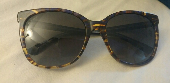 Gucci Accessories - Gucci sunglasses